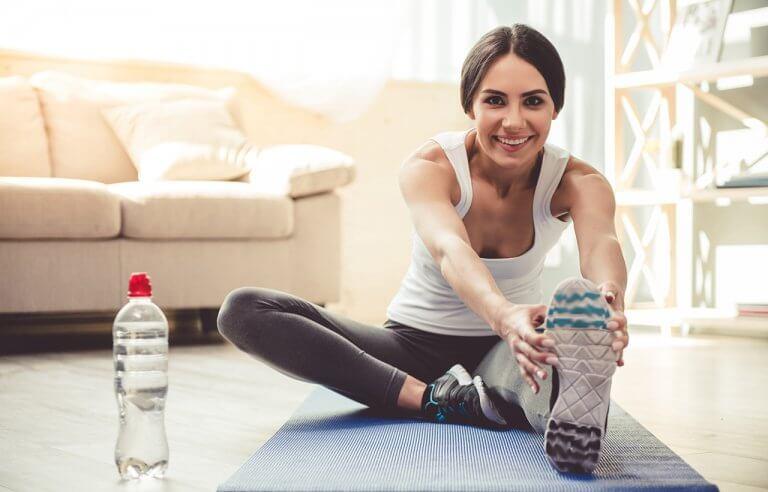 Veja 4 exercícios para fazer na sala de estar.